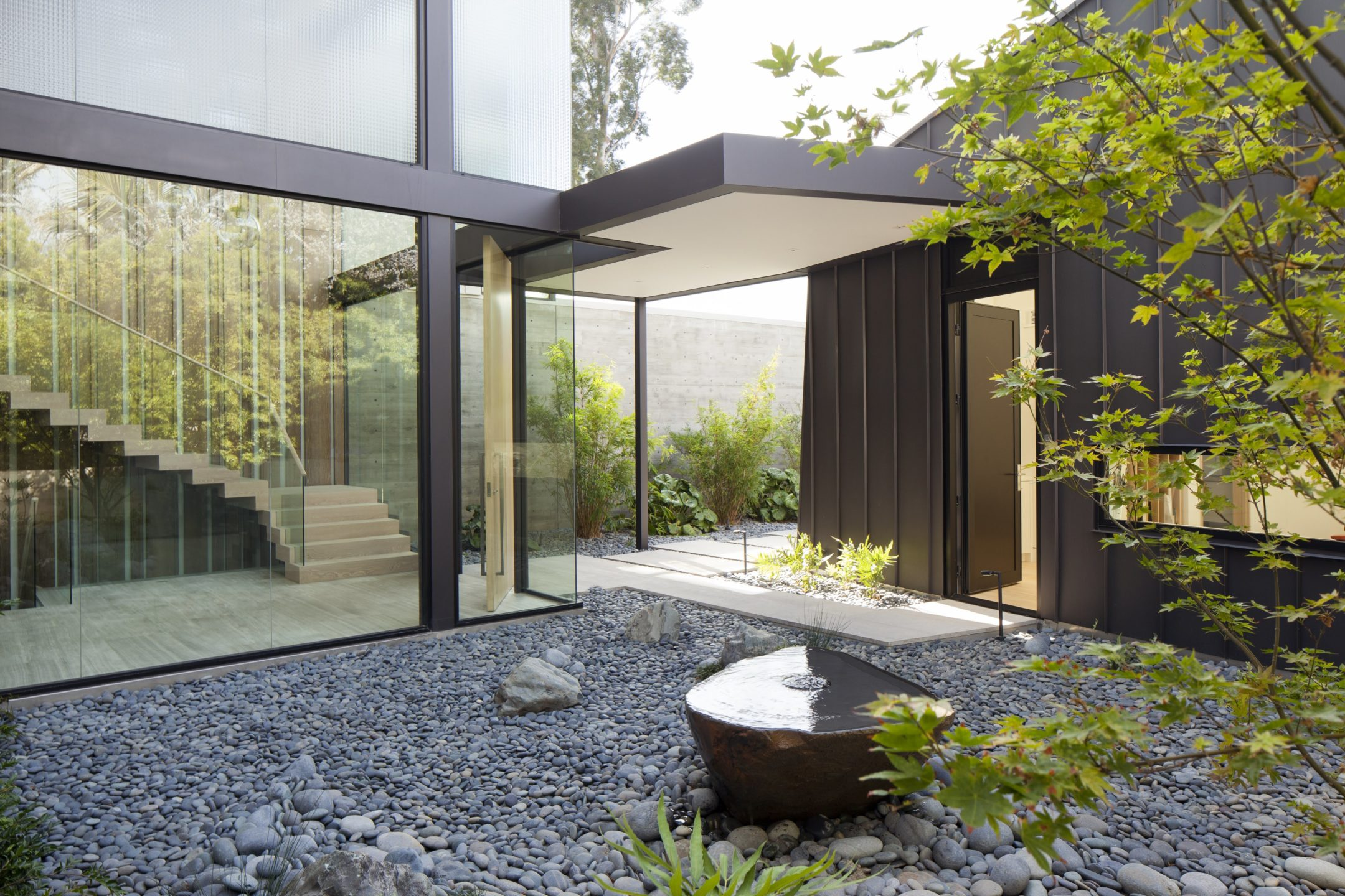 studio-william-hefner-flight__Ext__Front__13F__Courtyard_Rock_Garden_wide