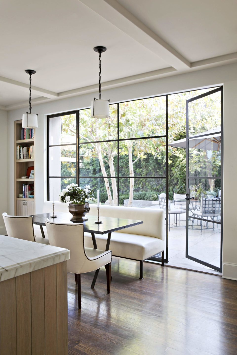 studio-william-hefner-hancock-park.__Kitchen__13__Bay_Banquette