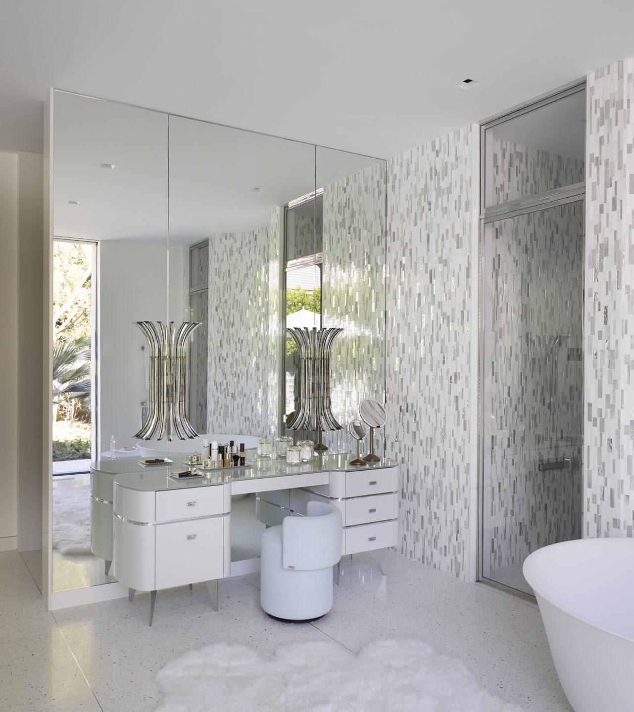 Studio_William_Hefner_products_monroe_vanity_Donze_bathroom_2