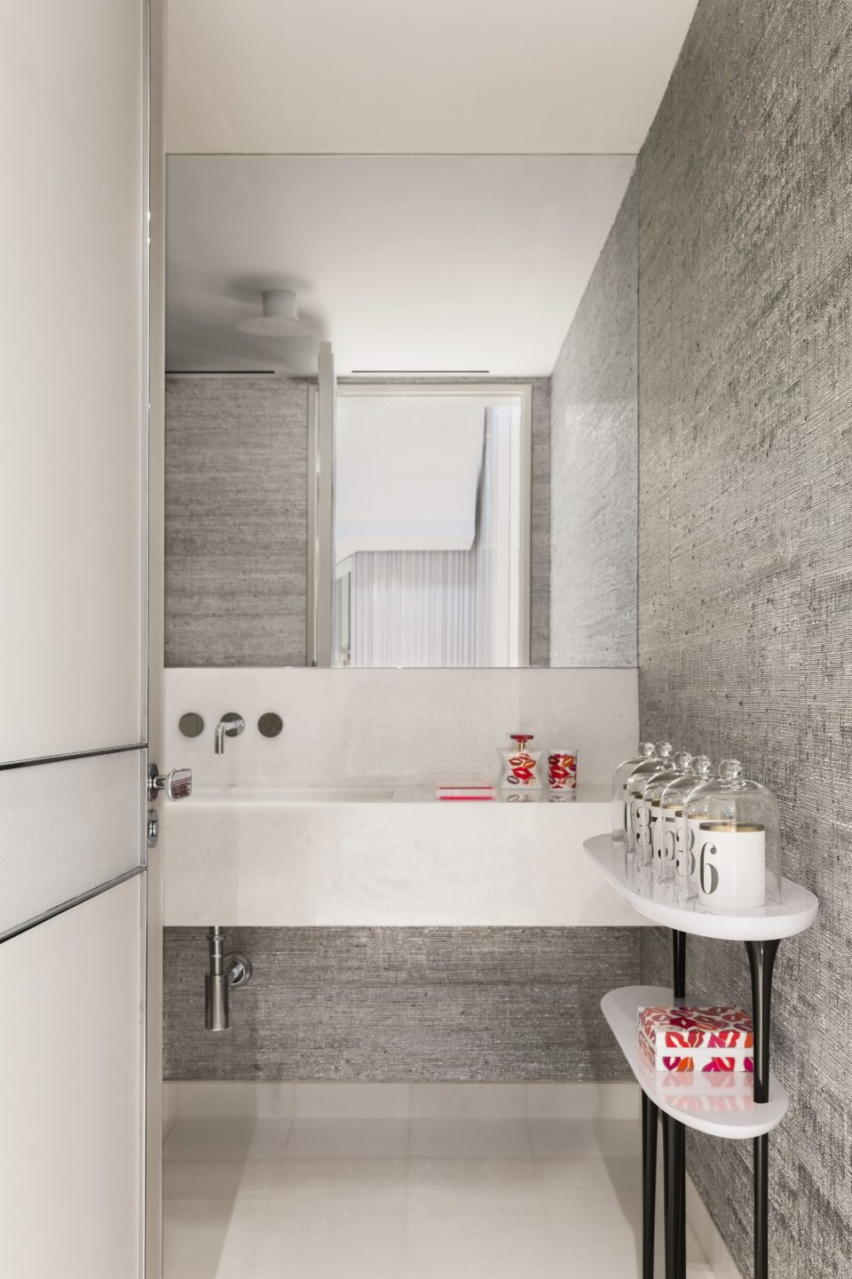 Studio_William_Hefner_products_ziggy_console_side_white_bathroom