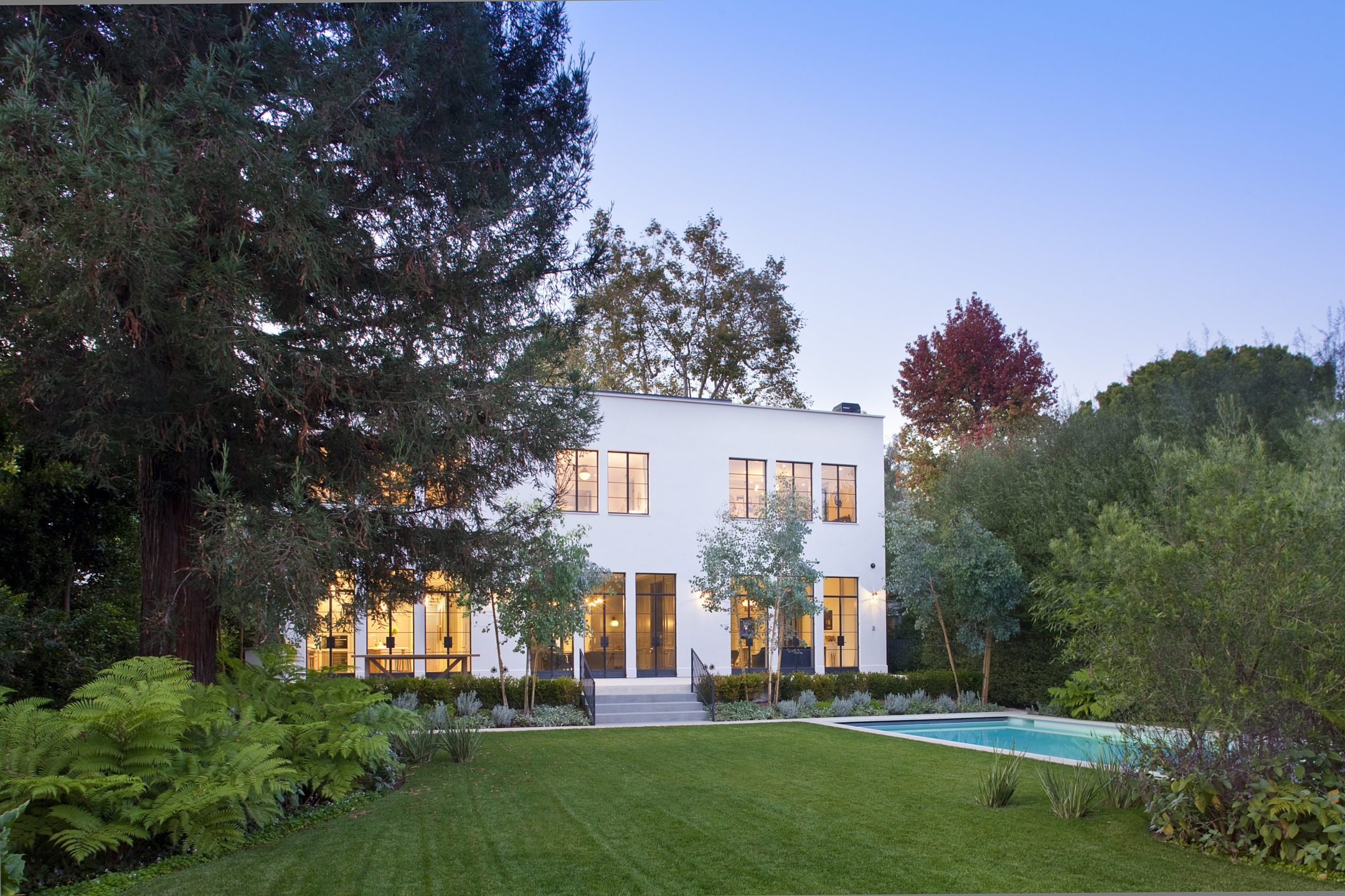 studio-william-hefner_Rustic_Canyon__Greentree__Exterior__Back__01__wide_with_Pool__Lit