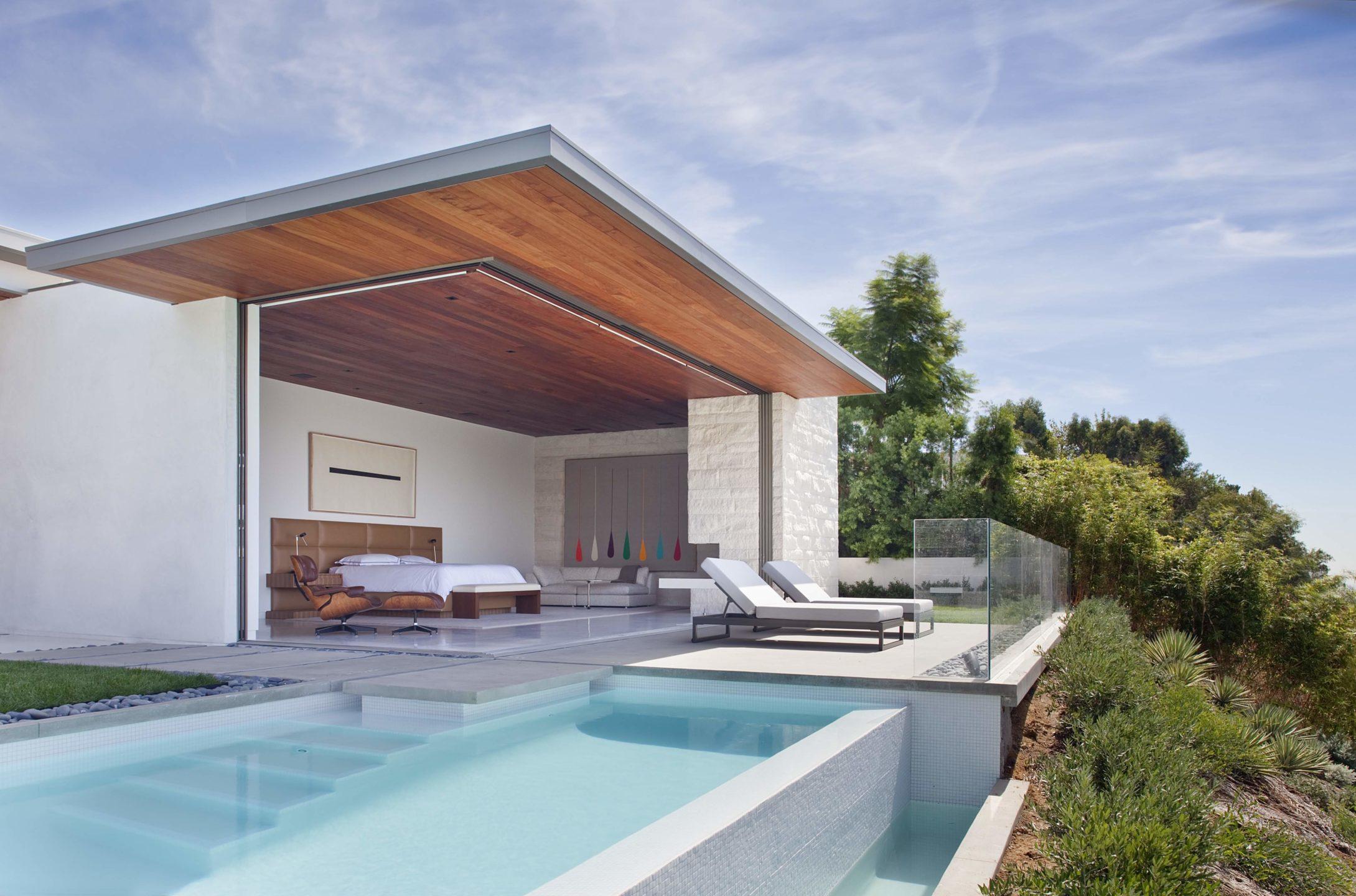 studio-william-hefner_Trousdale__Ext__Back__30__Pool;__Master_Bedroom