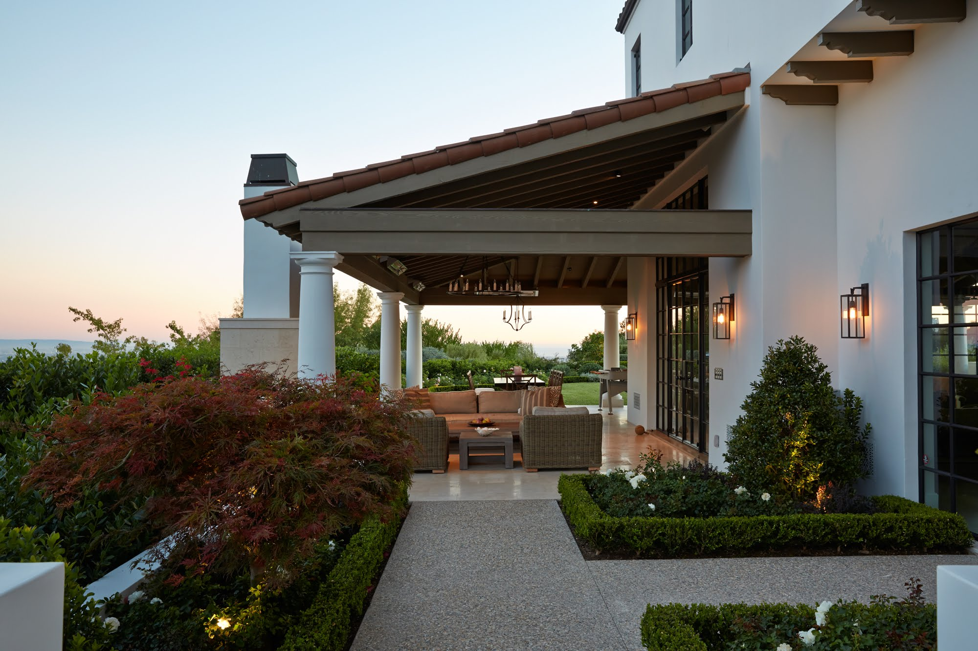 William_Hefner_beverly_crest_projects_Barnett__Ext__Front__05__Patio