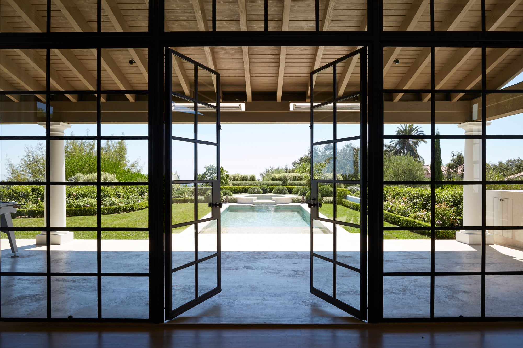 William_Hefner_beverly_crest_projects_Barnett__French_Doors__01__Pool_View
